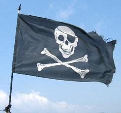 Widok pirackiej flagi na maszcie